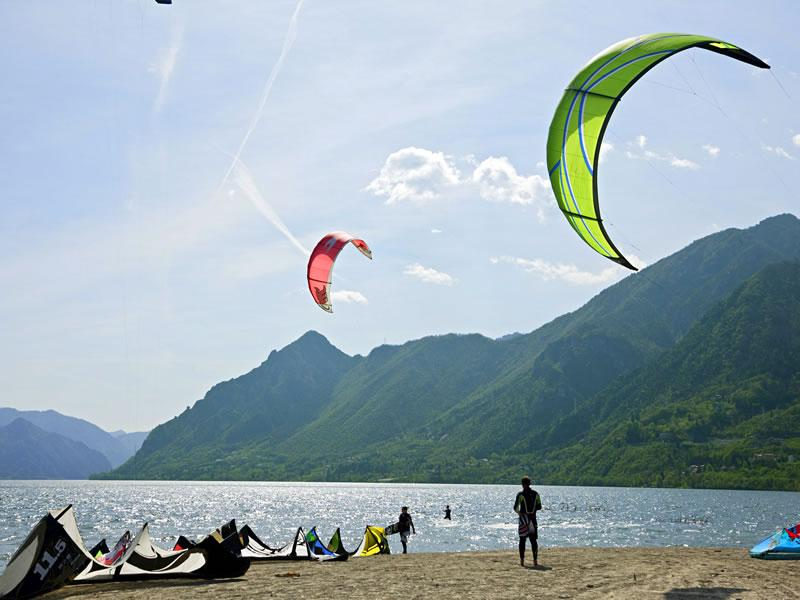 Kitesurfing on the lake of Idro